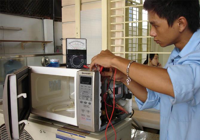 Nguyên nhân và cách sửa lò vi sóng bị liệt phím